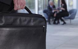 Kleine Grafik zum Thema Notebook-Taschen mit einer schwarzen, geöffneten Laptoptasche