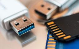 Kleine Grafik zum Thema Speicherkarten mit SD-Karten und USB-Sticks