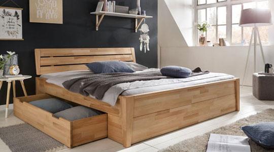 Grafik zum Thema Betten - Holzbett mit Schublade in modern eingerichtetem Schlafzimmer