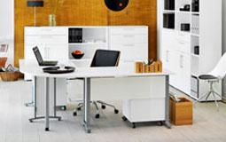 Kleine Grafik zum Thema Arbeitszimmer - Büro mit weißen Schränken und Schreibtisch