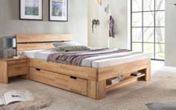 Kleine Grafik zum Thema Schlafzimmer - Schlafzimmer mit Bett aus hellem Holz