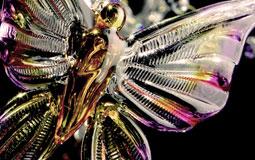 Kleine Grafik zum Thema Kunst mit einem Schmetterling aus Glas