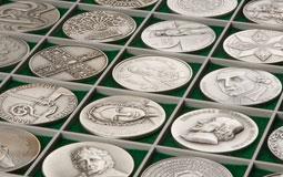Kleine Grafik zum Thema Sammeln mit einem Album voller silberner Münzen