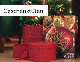 Kleine Grafik zum Thema Weihnachten mit roten Geschenktüten in unterschiedlichen Formen und Farben vor einem Weihnachtsbaum