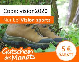Kleine Grafik zum Thema Gutschein mit braunen Wanderschuhen der Marke Meindl im Wald liegend