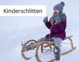 Kleine Grafik zum Thema Winter mit einem Kind, welches auf einem Holzschlitten den Berg runterfährt