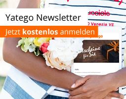 Kleine Grafik zum Thema Newsletter mit einer jungen Frau, die einen Blumenstrauß und ein Tablet in den Händen hält