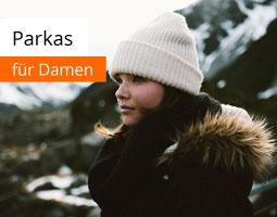 Kleine Grafik zum Thema Mode mit einer jungen Frau mit weißer Mütze und schwarzem Parka vor verschneiter Landschaft