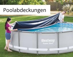 Kleine Grafik zum Thema Poolabdeckung mit zwei Personen, die eine schwarze Abdeckplane über einen Pool legen