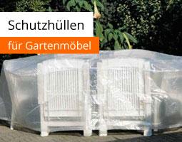 Kleine Grafik zum Thema Gartenmöbel mit einer weißen Sitzgruppe, die von einer durchsichtigen Planen abgedeckt sind