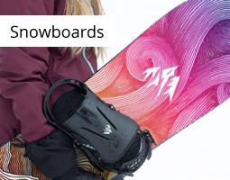 Kleine Grafik zum Thema Winter mit einer Snowboarderin, die ihr lila-pinkes Board in der rechten Hand trägt