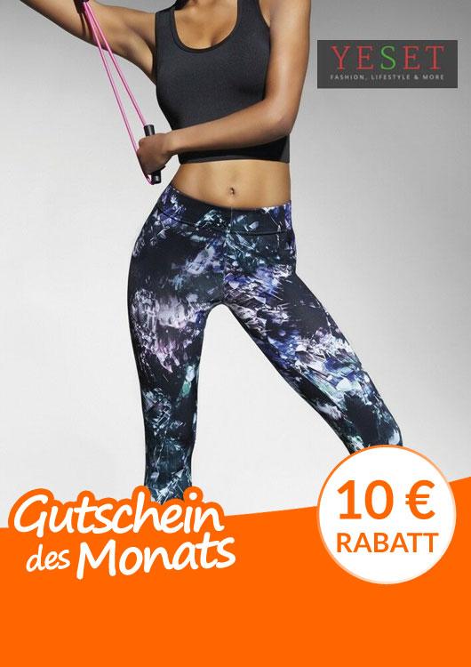 Vibes-Kachel zum Thema Gutschein mit einer sportlichen Frau in gemusterten, blauen, Sport Leggings