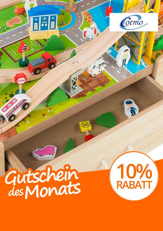 Vibes-Kachel zum Thema Gutschein mit einem Spieltisch aus Holz mit Schublade und Holzeisenbahn