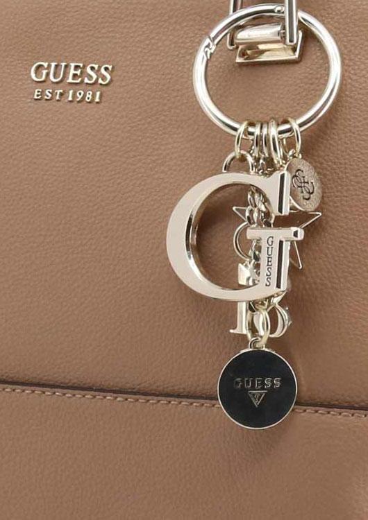 Vibes-Kachel zum Thema Mode, Uhren & Schmuck mit einer hellbraunen Ledertasche und einem auffälligen Taschenanhänger der Marke G
