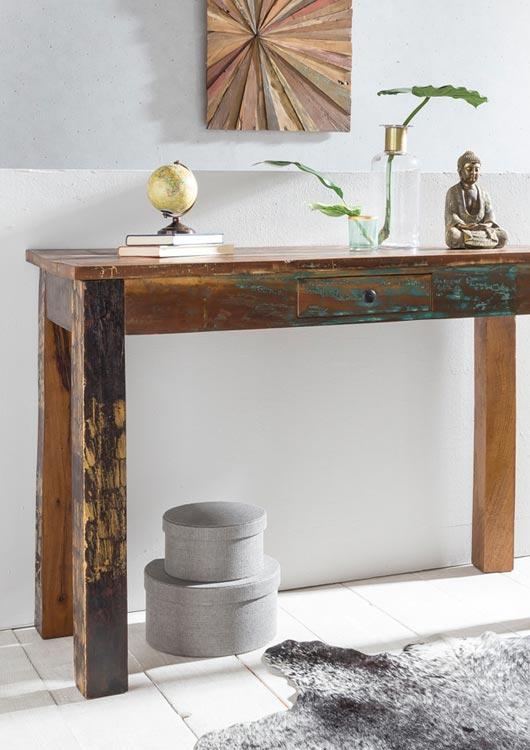Vibes-Kachel zum Thema Möbel mit einem Schreibtisch aus Holz im Shabby-Look