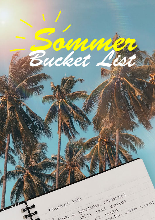 Vibes-Kachel zum Thema Sommer mit einer Bucket List im Vordergrund und Palmen mit blauem, wolkenlosem Himmel im Hintergrund