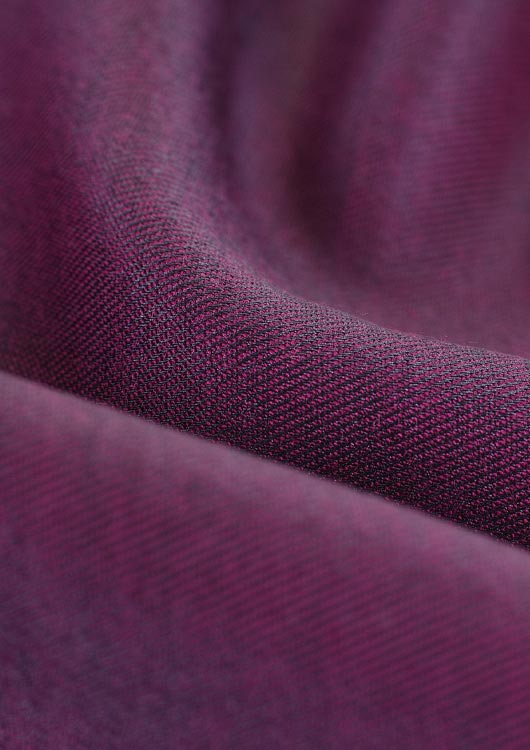 Vibes-Kachel zum Thema Handarbeit mit violettem Stoff